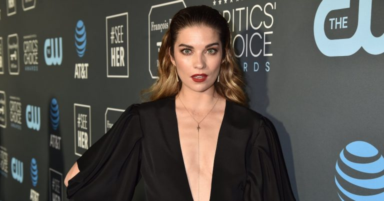 Annie Murphy Actress, Height, Age, Net Worth, Facts, Husband
