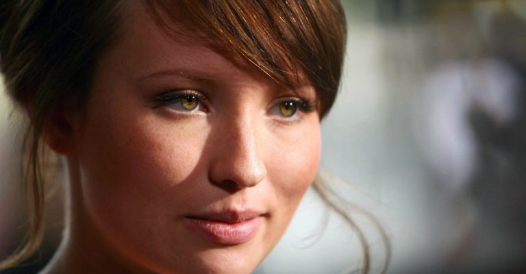 Emily Browning Height, Age, Movies, Boyfriend