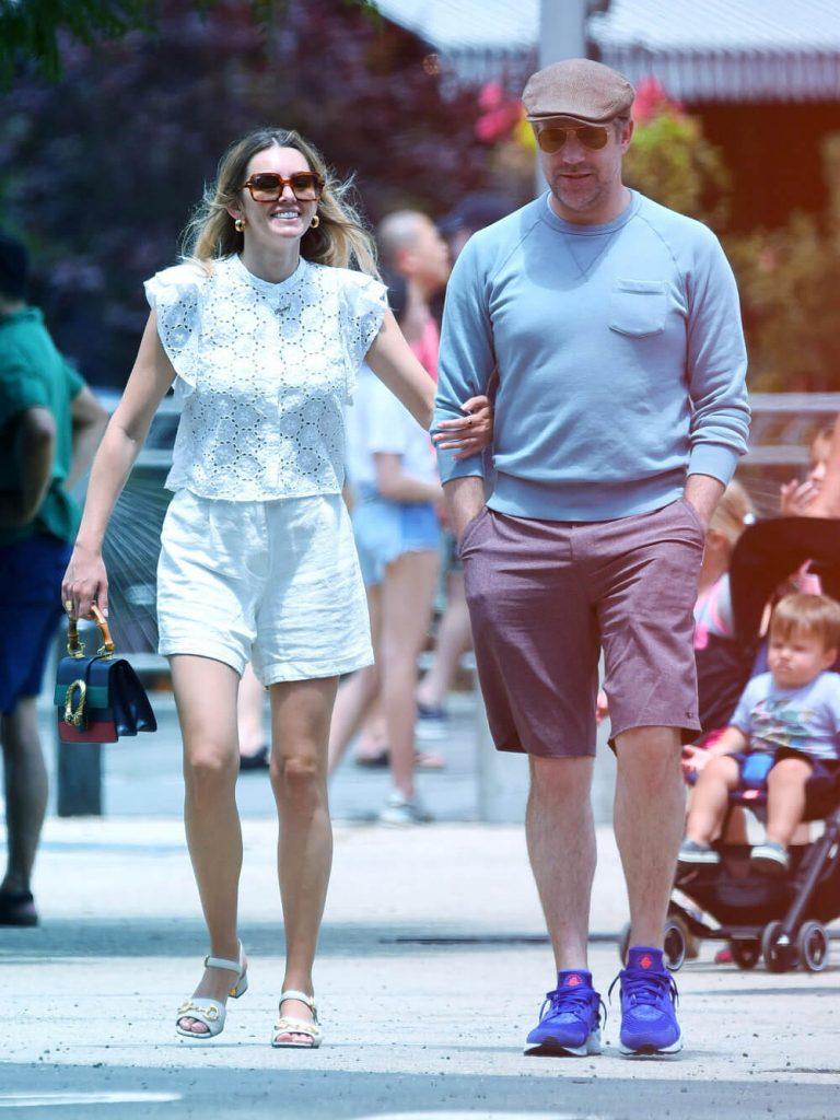 Jason Sudeikis with current girlfriend Keeley Hazell walking