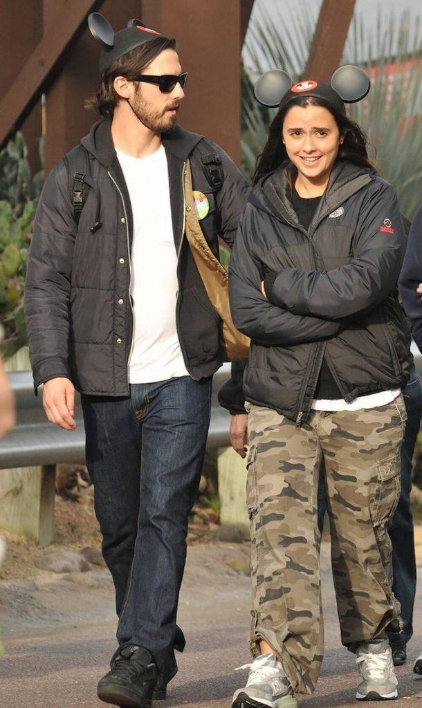 Milo Ventimiglia was dating Isabela Brewster