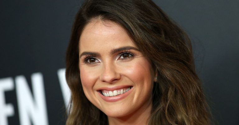 Shelley Hennig Height, Weight, Age, Movies, Facts, Net Worth