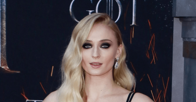 Sophie Turner Bio, Age, Height, Net Worth