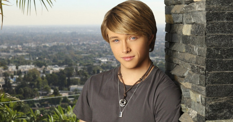 Sterling Knight Height, Age, Net Worth, Facts, Dating